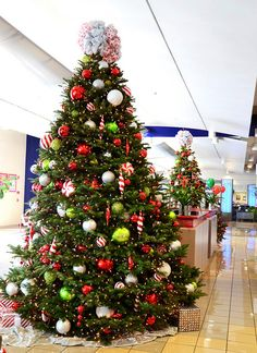 redlimegreenandcandychristmastreelobbydecorations.jpeg by ChristmasSpecialists, via Flickr