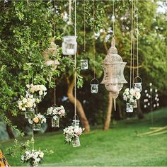 These hanging lanterns & floral arrangements are perfect for a garden wedding.. and they just took our breath away. #WeddingWednesday (Photo by @lesamisphoto) #everydayIBT