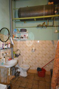Łazienka również nadaje się do remontu. Rodzinę nie było stać, aby ogrzewać wodę elektrycznym bojlerem. Teraz wreszcie będzie ciepła woda, której koszt będą w stanie udźwignąć.