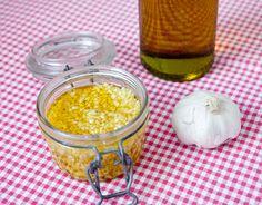 ECONOMIZE TEMPO FAZENDO POTINHOS DE ALHO EM CASA. Veja como fazer o seu potinho com alho natural em casa, ele dura semanas.