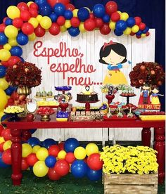Decoration with snow white party balloons Baby First Birthday, 1st Birthday Parties, Girl Birthday, Birthday Ideas, Balloon Decorations, Birthday Decorations, Snow Party, Snow White Birthday, White Balloons