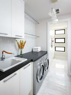 19 Most Beautiful Vintage Laundry Room Decor Ideas (eye-catching looks) Laundry Room Wall Decor, Laundry Room Layouts, Laundry Room Remodel, Laundry Room Cabinets, Laundry Room Bathroom, Laundry Room Organization, Laundry Shelves, Laundry Closet, Laundry Room Floors