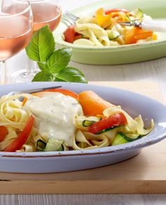 Gemüsetagliatelle an Käse-Sauce #hochland #käse #rezept #recipe #cheese #käsecreme #pasta