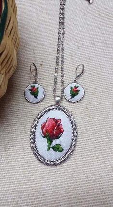 """Turn out to be best souvenir giver right now and amaze that special a certain person using these exceptional and smart """"best buddy"""" gifts. Best Friend Christmas Gifts, Best Friend Gifts, Gifts For Friends, Tiny Cross Stitch, Cross Stitch Borders, Embroidered Roses, Jewelry Patterns, Jewelry Gifts, Beaded Jewelry"""