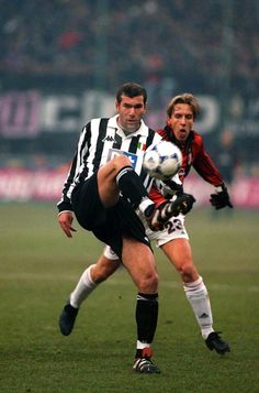 Zinedine Zidane v Ambrosini - Juventus