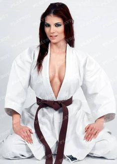 Risultati immagini per nice young woman taekwondo Martial Arts Styles, Martial Arts Women, Mixed Martial Arts, Karate Styles, Jiu Jutsu, Kyokushin Karate, Fighting Poses, Karate Girl, Belle