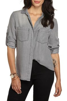 Long sleeve soft shirt in relaxed fit with concealed placket and chest pocket details, composition 100% Lyocell