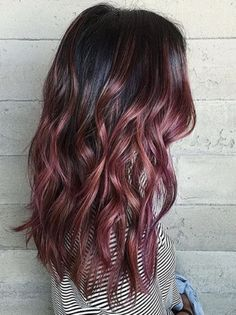 Are you looking to spice up your old hair and try something fun? These are the newest hair color trends that you need to try out immediately. 2018 is full of new hair color trends will make you feel brand new and confident. New Hair Color Trends, New Hair Colors, Trending Hair Color, Hair Trends 2018, Cabelo Rose Gold, Super Hair, Hair Highlights, Color Highlights, Rose Gold Highlights