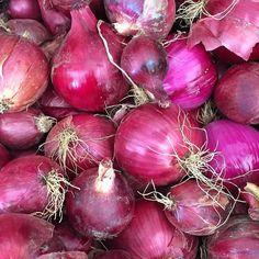 Oniiiiiiions of the red variety #inthahood  Mothernaturescolorpaletteville