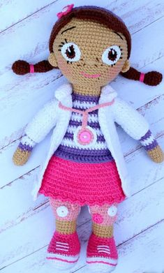 Crochet Dolls Design Doc Mcstuffins DollThis crochet pattern / tutorial is available for free. Full post: Doc Mcstuffins Doll - Doc Mcstuffins DollThis crochet pattern / tutorial is available for free. Crochet Amigurumi Free Patterns, Crochet Doll Pattern, Crochet Dolls, Amigurumi Tutorial, Cute Crochet, Crochet For Kids, Crochet Baby, Easy Crochet Projects, Crochet Crafts