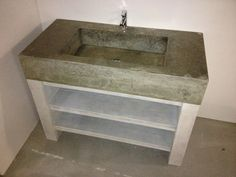 Stoer badmeubel van beton en steigerhout.