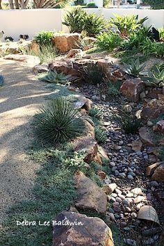 Elegant Dry Stream Bed In The Garden Steingarten, Wasser Im Garten, Vorgarten  Ideen, Wassergarten