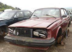 Volvos 242 GLT in junkyards of BC 2012   Canada version