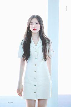 Shuhua: all white dress pure Fashion Idol, Kpop Fashion, Daily Fashion, Korean Fashion, Fashion Outfits, Airport Fashion, Kpop Girl Groups, Korean Girl Groups, Kpop Girls