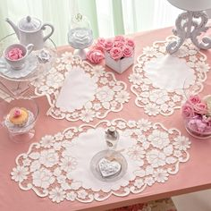 White linen with drawings to realize the set of doilies with cutworked floral motif. Cutwork Embroidery, Embroidery Stitches, Embroidery Patterns, Machine Embroidery, Lace Beadwork, Cut Work, Linens And Lace, Lace Patterns, Pattern Making