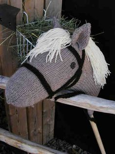 hobby horse - I like the bridle on this one Creative Crafts, Diy And Crafts, Crafts For Kids, Western Party Games, Knitting Projects, Knitting Patterns, Stick Horses, Hobby Horse, Vintage Horse
