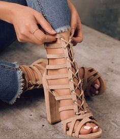 These nude cage sandals are FIRE. #sandals #womensshoes