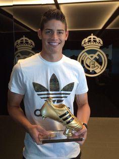 James recibe la Bota de Oro del Mundial de Brasil en Valdebebas