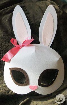 В этом мастер-классе я расскажу, как изготовить карнавальные маски животных из жесткого корейского фетра. Такие маски симпатично выглядят, очень легкие и приятные на ощупь, прекрасно держат форму. Нам понадобится: - жесткий корейский фетр толщиной 1.1 мм, цвета подбираем в соответствии с цветами выбранных животных. В мастер-классе я создаю маски зайца, кошки, лисы и медведя, поэтому я использовала следующую палитру.
