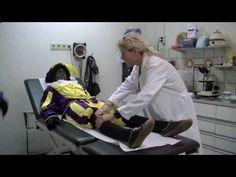 Sinterklaas Journaal Zwarte Piet naar ziekenhuis Piet gewond geraakt bij...