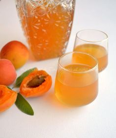 Liquore di albicocche Limoncello, Mojito, Homemade Liquor, Tea Cocktails, Chutney Recipes, Xmas Food, Liqueur, Healthy Fruits, Italian Recipes