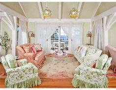 Google Image Result for http://1.bp.blogspot.com/-WZK0YFd_CGY/Trm2PXAarvI/AAAAAAAAAI4/cLRYaegHVYU/s1600/Kirstie-Alleys-beach-house-sitting-room.jpg