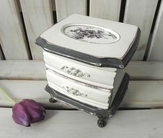 Shabby chic two-tone vintage trinket box in black and white with fabric vintage daisy toile motif Graphite Chalk Paint, Painted Boxes, Home Decor Items, Trinket Boxes, Daisy, Shabby Chic, Group, Black And White, Creative