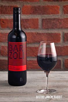 Vin Rouge au verre disponible au Bistro Jack Rabbit du Centre de ski Le Relais. Bistro, Red Wine, Alcoholic Drinks, Glass, Budget, Drinkware, Corning Glass, Liquor Drinks, Alcoholic Beverages
