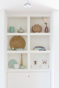 Find parts of your perfect world on Indulgy, keep them for yourself, and share to others. Alcove Bookshelves, Bookcase, Living Room Designs, Living Room Decor, Home Board, Built In Cabinets, Dining Room Inspiration, Love Home, Home And Living