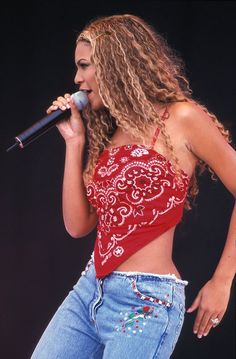 13 Trends From the Early That You Totally Wore - 13 Fashion Trends From the Early That You Totally Wore: Bandana tops (pictured on Beyonce) 1990s Fashion Trends, Early 2000s Fashion, Fashion 2018, 2000s Trends, Fashion Online, Diy Fashion, Ideias Fashion, Fashion Outfits, Womens Fashion