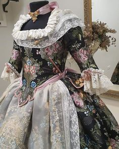 Royal Dresses, Belle Epoque, 18th Century, American Girl, Feather, Victorian, Costumes, Projects, Clothes