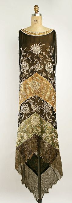 Dress Callot Soeurs (French, active Date: Culture: French Medium: silk, metallic Dimensions: (a) Length at CB: 58 in. cm) Credit Line: Gift of Madame Veronique Wolf and Madame Frederic Bon, 1952 Accession Number: b Vintage Outfits, 1920s Outfits, Vintage Gowns, Vintage Mode, Vintage Art, 20s Fashion, Art Deco Fashion, Fashion History, Vintage Fashion
