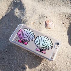 Aí não para! Quem aí nunca sonhou em ser uma sereia? Daquelas bem lindas com aquelas cauda maravilhosas!  A gente já está realizando esse sonho no seu smartphone... Um passo de cada vez!  {case: conchas} [FRETE GRÁTIS A PARTIR DE DUAS CASES]  #gocasebr #instagood #iphonecase #estudiosinestesia #concha #buzios #beach #sereia #amogocase