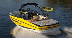 Going to the Boat Show tomorrow!!  Do my friends like this one??                  New 2012 Moomba Boats Mojo 2.5 Ski and Wakeboard Boat Photos- iboats.com