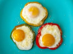 BELL PEPPER EGG FLOWERS. IRON AND VITAMIN C IN ONE BITE.