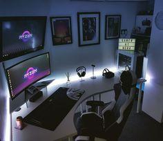 Gaming Computer Setup, Best Gaming Setup, Gaming Room Setup, Pc Setup, Computer Desk Organization, Gaming Rooms, White Desk Gaming Setup, Gamer Setup, Gaming Pcs