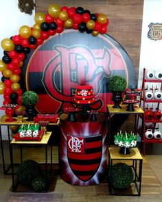 #flamengo #festadeadultopersonalizada #festaadulta  #festaflamengo #festacriativa #amaislindafesta #decoracaoflamengo #festamasculina Birthdays, Halloween, Party, Rustic Anniversary Party, 30th Anniversary Parties, Balloon Ideas, Food Cakes, Anniversaries, Birthday