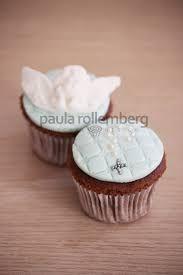 Resultado de imagem para cup cakes batizado menina