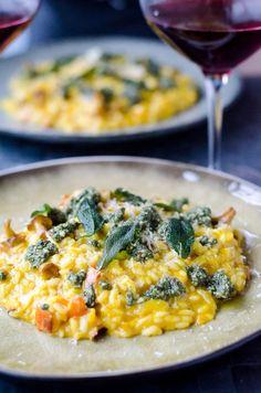 Risotto er nem og super lækker mad til den travle hverdag. Her får du en opskrift på græskarrisotto med salviepesto, som er dejlig og nem efterårsmad. Veggie Recipes, Vegetarian Recipes, Healthy Recipes, Healthy Food, Healthy Eating, Feel Good Food, Love Food, Food Crush, Everyday Food