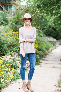 ONE little MOMMA: Everday mother, business owner, fashion blogger. Love her outfit posts.