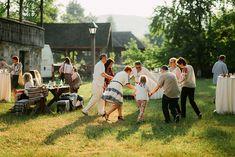 Iulia-Andrei-traditional romanian wedding_land of white deer (56)