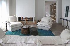 séjour de cette belle résidence secondaire au design intérieur chic & minimaliste