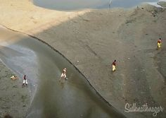 People Walks Over River Bed Area On The Banks Of River Ganga In Allahabad.  . . Image Clicked From #vivov7plus