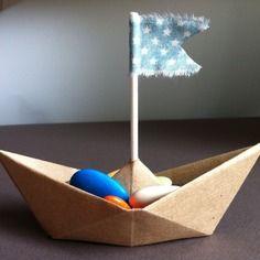 Contenant dragees bateau papier fanion pour mariages et bapteme