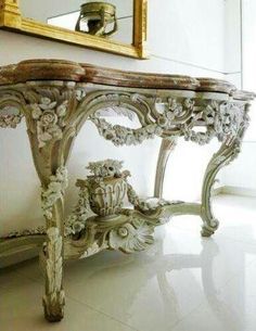 Louis XV Painted Console, The overall look is super, smooth, against rough, matt next to shiny. Small Furniture, French Furniture, Furniture Styles, Antique Furniture, Painted Furniture, Home Furniture, Furniture Design, Shabby Chic Antiques, French Antiques