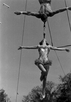 Circus Side Show big top stunt act performance variety entertainment flying juggler acrobat clown oddities / Circus, 1952 on imgfave Old Circus, Circus Art, Night Circus, Circus Theme, Vintage Circus Performers, Old Photos, Vintage Photos, Art Du Cirque, Circus Outfits
