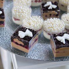 Mini paharele in care am pus cele mai delicioase mousse-uri din ciocolata belgiana sunt pregatite sa indulceasca si cel mai pretentios invitat la botezul copilului tau. Mai, Cheesecake, Pastel, Desserts, Food, Cake, Meal, Cheesecakes, Deserts