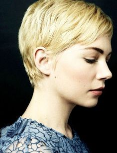 Michelle Williams pixie cut - I want to cut my hair even shorter Latest Short Hairstyles, Short Pixie Haircuts, Cute Hairstyles For Short Hair, Winter Hairstyles, Short Hair Cuts For Women, Pixie Hairstyles, Short Hair Styles, Easy Hairstyles, Cropped Hairstyles
