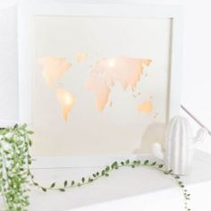 Holz DIYs Make DIY Lightbox yourself with a world map: a great DIY gift for a wedding or for all tra Diy And Crafts, Xmas, Wood, Diy Blog, Angst, Home Decor, Diy Room Decor, Paper, Decoration Home