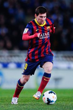 Lionel Messi of FC Barcelona runs with the ball during the La Liga match between Real Sociedad and FC Barcelona at Estadio Anoeta on February 22, 2014 in San Sebastian, Spain.